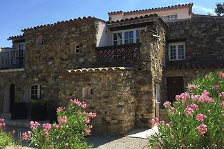 Modernes Haus mit Terrasse, nahe dem beliebte...