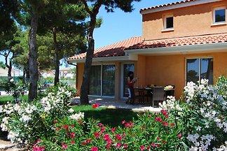 Buntes Ferienhaus mit Garten im mediterranen...