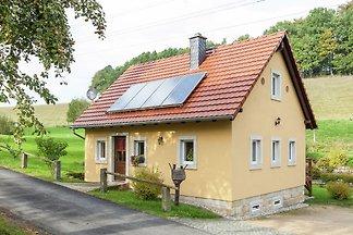 Modernes Ferienhaus mit Garten in Lohsdorf