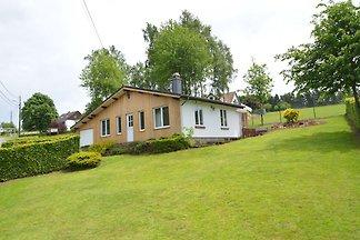 Modernes Ferienhaus in Vencimont mit Terrasse