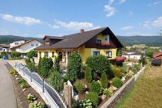 Malerische Wohnung mit Balkon, Garten, Lieges...