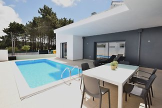 Moderne Villa mit eigenem Swimmingpool in...