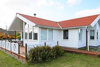 Gemütliches Ferienhaus mit Rasen in Jaegerspr...