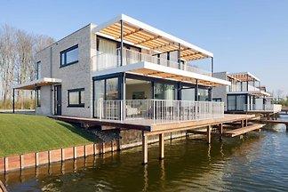 Luxusvilla mit Steg am Veerse Meer