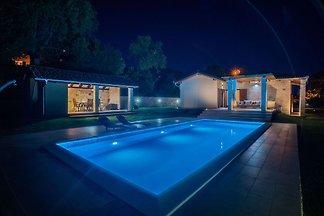 Charmante Villa in Drniš mit Swimmingpool