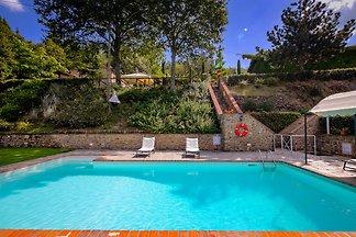 Spaziosa casa vacanze con piscina a Cortona