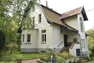 Moderne Villa mit Garten im Wald in Bad...