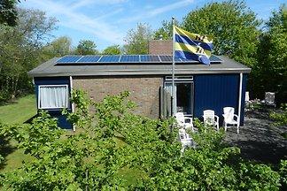 Vrijstaande bungalow in Nes op Ameland met ru...