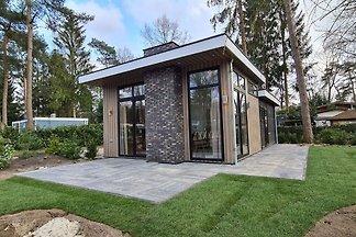 Modernes Haus mit Geschirrspüler, in einem...