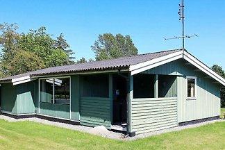 Rustikales Ferienhaus in Lolland mit Terrasse