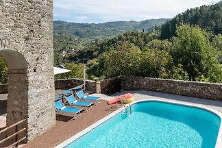 Beautiful holiday home in Lunigiana with shar...