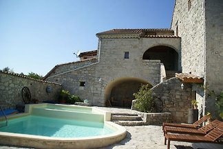 Vintage Holiday Home in Lanas with Swimming...