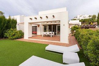 Nobles Ferienhaus in Orihuela mit Garten
