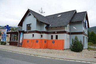Luxuriöses Ferienhaus am Waldrand in Rokytnic...