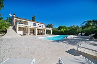 Modern Villa with Swimming Pool in...