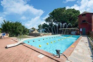Großes Bauernhaus mit Pool in Castiglione del...