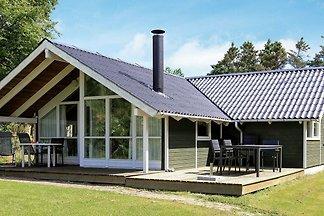 Geräumiges Ferienhaus in Vejby in Meernähe