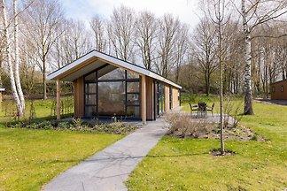 Moderne lodge met airconditioning, in groen...