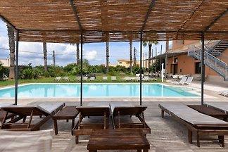 Moderne Ferienwohnung mit Swimmingpool in Gag...