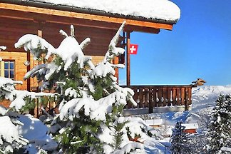 Komfortables Chalet mit Blick auf die Alpen i...