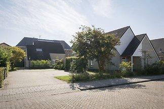 Exquisite Ferienwohnung in De Cocksdorp mit e...