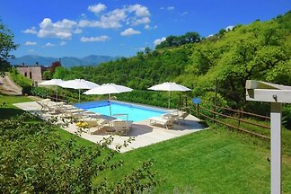 Geräumige Villa mit Pool in Fabriano Italien
