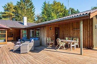 Attraktives Ferienhaus in Ebeltoft mit Grill