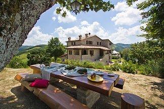 Angenehme Villa in Apecchio mit Swimmingpool