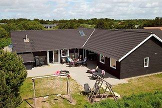 Geräumiges Ferienhaus in Vejers Strand mit...