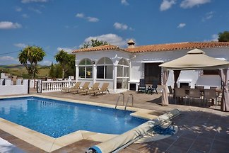 Luxusvilla mit privatem Pool in Almogía,...