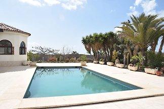Charmantes Ferienhaus in San Isidro mit Pool