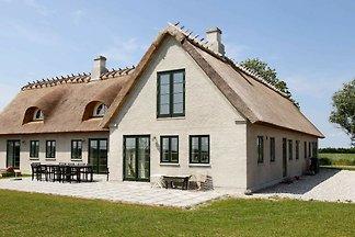 Luxuriöses Ferienhaus in Idestrup mit...