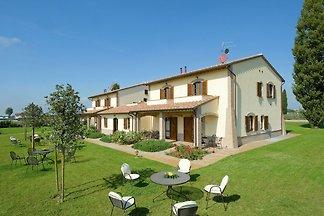 Malerische Villa in Cannara mit Swimmingpool