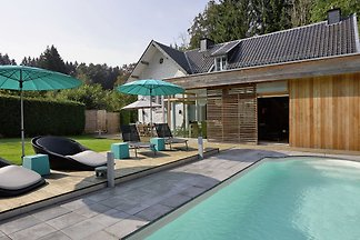 Modernes Ferienhaus in Spa mit Swimmingpool