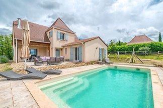 Aparte villa in Aquitaine, omringd door...
