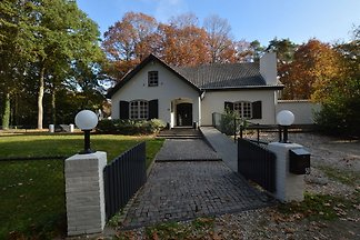 Komfortable Villa mit Whirlpool in Arcen en...
