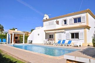 Hübsche Villa in Vilamoura mit eigenem Pool