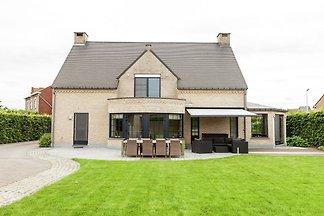 Luxuriöse Villa in Heers mit Pool und...