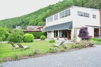 Luxuriöses Ferienhaus in Hamoir mit Terrasse