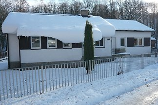 Komfortables Ferienhaus mit Swimmingpool in M...
