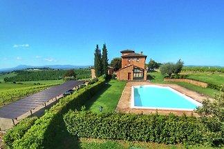 Luxuriöser Bauernhof mit Swimmingpool in...