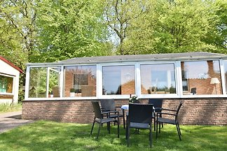 Modernes Ferienhaus mit Garten in Graal-Mürit...