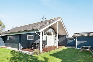 Spacious Holiday Home in Juelsminde Jutland w...
