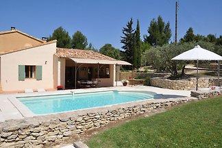 Ferienhaus mit eigenem Pool und 3000m2-Garten...