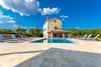 Schitterende villa met privézwembad en overde...