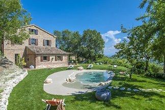 Traditionelle Villa in Montefelcino mit...