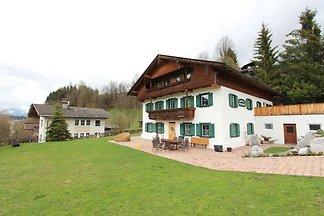 Rustikales Ferienhaus am Skigebiete in Hopfga...