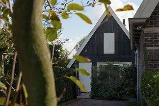Modernes Haus in Krabbendam an der niederländ...