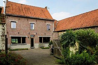 Modernes Bauernhaus in Michelbekle mit Garten