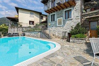 Geräumige Ferienwohnung mit Swimmingpool am S...